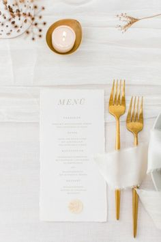 Neutral and Gold Winter Wedding Inspiration Featuring Dried Floral Accents and Minimalist Style. #weddingstationery #weddingdetails #minimalistweddingideas