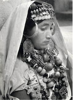 Africa |  Moroccan woman from the  Anti-Atlas region in the southwest of Morocco.  ca 1950 | © Jean Besancenot.