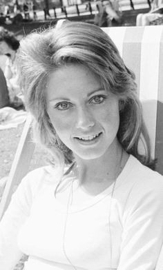 Olivia Newton Jones, Old Scool, Jennifer Connelly, Supergirl, Famous People, Muse, Glamour, Actresses, Beauty