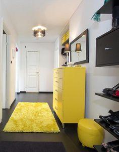 Élénk színek a lakásban - 6 különböző helyiség színes kiegészítőkkel - lakásdekoráció ötletek - előszoba