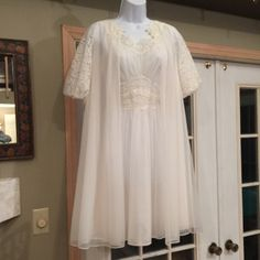VINTAGE WHITE, WHITE LACE VANITY FAIR GOWN & ROBE ABSOLUTELY STUNNING BEAUTIFUL GOWN ROBE WHITE SHEER LACE TRIM  BRIDAL HONEY MOON GOWN WHITE 💯NYLON GORGEOUS WHITE LACE  WHITE LONG SATIN RIBBON ROBE HAS THREE BEAUTIFUL BUTTONS AT TOP  MADE IN THE USA IN EXCELLENT BRAND NEW CONDITION VINTAGE VANITY FAIR  Intimates & Sleepwear Pajamas
