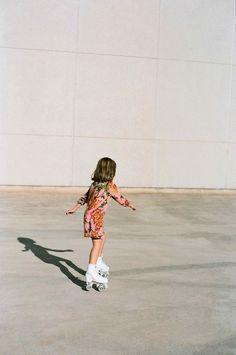 Nice Things MINI: vintage summer and sport-chic - Kids Fashion Sport Fashion, New Fashion, Kids Fashion, Style Fashion, Teen Mom, Sport Chic, Sport Style, Amusement Enfants, Retro Roller Skates