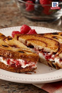 Cinnamon Raisin Grilled Cheese: If you prefer a sweet grilled cheese sandwich instead of a savory one, try this version. Cream cheese and vanilla-accented raspberry jam are spread on cinnamon raisin bread before toasting up warm and golden brown. Grilled Sandwich, Soup And Sandwich, Sandwich Recipes, Sandwich Board, Bread Recipes, Croissants, Tostadas, Grilled Cheese Recipes, Grilled Cheeses