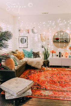Living Room Decoration Ideas For The Black And White Lovers Crystal Room Decor, Crystal Bedroom, Bohemian Interior, Bohemian Decor, Zen Space, Bedroom Decor, Bedroom Bed, Teen Bedroom, Boho Living Room