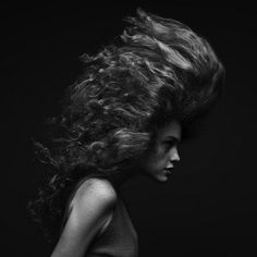 Marc Laroche - Hair  A perfect black and white and great attention to detail in the images of fashion photographer originally from Luxembourg Marc Laroche . His work, which usually focuses primarily on the portrait, in this set titled Hair , intelligently explores the women's hair, stopping the fluid movements of the hair in beautiful poses .
