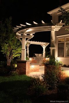 curved pergola with single posts