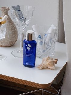 Beautymagazin Bare Minds IS Clinical 2 Vodka Bottle, Clinic, Innovation, Mindfulness, Skin Care, Makeup, How To Make, Beauty Products, Growth Factor