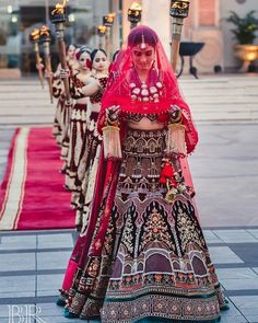 Wedding Lehenga Designs, Wedding Lehnga, Indian Wedding Bride, Indian Wedding Planning, Indian Bridal Outfits, Indian Bridal Fashion, Indian Fashion Dresses, Dress Fashion, Bridal Dresses