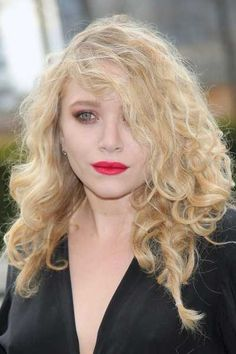 Mary-Kate Olsens messy blonde curly hairstyle