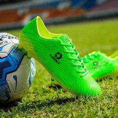4f7b0edecde22 Speedfly Hot sell soccer cleats High quality low price sales volume chuteira  futebol futsal bota feminina