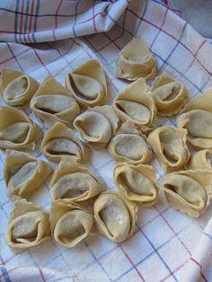 Tortellini, Machine A Pate Fraiche, Stuffed Mushrooms, Food And Drink, Restaurants, Bread, Vegetables, Cooking, Breakfast
