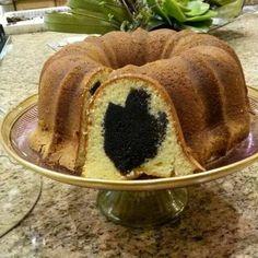 Dreidel cake Jewish Hanukkah, Hanukkah Food, Hannukah, Festival Lights, Acai Bowl, Decor Ideas, Foods, Holidays, Table Decorations