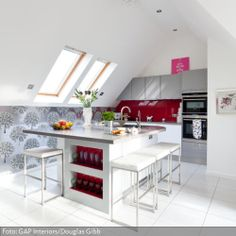 u f rmige einbauk che unter dachschr ge einrichten und wohnen pinterest einbauk chen. Black Bedroom Furniture Sets. Home Design Ideas