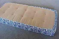 DIY Removable Tailored Daybed Cover & A Favorite Fabric Source polster erneuern polster ideen polster neu beziehen Bench Seat Covers, Daybed Covers, Mattress Covers, Diy Daybed, Diy Sofa, Futons, Daybeds, Diy Couture, Sewing Pillows