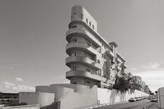 Bildergebnis für bauhaus architektur in berlin Walter Gropius, Tel Aviv, Art And Architecture, Architecture Details, Eckhaus, Art Nouveau, Bauhaus Art, Streamline Moderne, Flatiron Building
