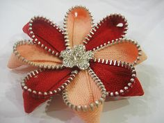 chamomile zipper brooch