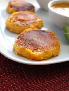 Llapingachos con Salsa de Mani - potato cakes stuffed with onions and shredded cheese - top with salsa. How can this not be good? Gourmet Recipes, Cooking Recipes, Healthy Recipes, Potato Patties, Vegetable Prep, Potato Cakes, Latin Food, Mani, The Fresh