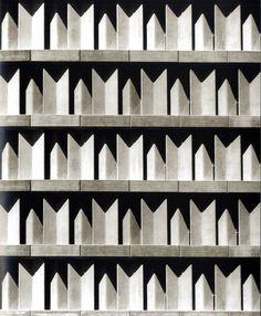 Rafael García fue el encargado de la decoración del Edificio IBM, realizado por Miguel Fisac / MNAD.
