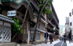 100-year-old Japanese guest house is so cheap, for some guests it's free