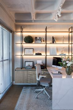 Modelos de Escritório 2019 Design Tips for Home Office Home-office, need professionals for renovation or construction? Home Office Setup, Office Inspo, Home Office Space, Office Workspace, Clinic Interior Design, Modern Office Design, Modern Home Offices, Bureau Design, Office Interiors
