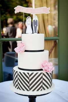 Delightfully Cute Wedding Cakes Inspiration - MODwedding