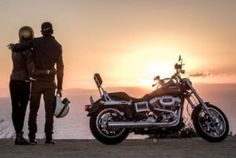 As most of the users of online biker dating websites are Harley riders, if you are looking to meet Harley singles, biker dating sites can help! Motorcycle Engagement Photos, Motorcycle Couple Pictures, Biker Couple, Motorcycle Photo Shoot, Motorcycle Wedding, Biker Love, Biker Girl, Couple Motard, Image Moto