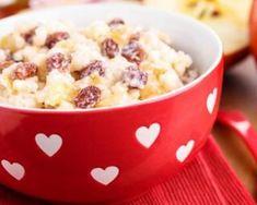 Riz au lait à la pomme, aux raisins secs et à la cannelle : http://www.fourchette-et-bikini.fr/recettes/recettes-minceur/riz-au-lait-la-pomme-aux-raisins-secs-et-la-cannelle.html