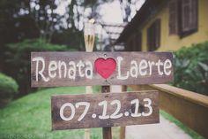 CLAUDIA CARDINALLE Wedding dress and hairpiece by A MODISTA Atelier  | Oficial Photographer Mira Cervino | PHOTO . Simone Lobo http://www.simonelobo.com/renata-e-laerte-casamento-felix-bistro.html