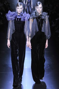 Armani Privé Fall 2012 Couture - Review - Fashion Week - Runway, Fashion Shows and Collections - Vogue