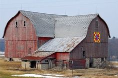 Large old red barn with barn quilt image on side Farm Barn, Old Farm, Country Barns, Country Life, Country Roads, Country Living, Amish Barns, American Barn, Michigan