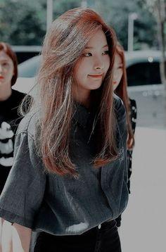 Trendy ideas for hair straight korean Kpop Girl Groups, Kpop Girls, Velvet Wallpaper, Wendy Red Velvet, Red Velvet Seulgi, Ulzzang, Straight Hairstyles, Korean Girl, My Girl