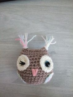 Free amigurumi owl crochet pattern, illustrated with step by step by photos. Diy Crochet Owl, Owl Crochet Patterns, Amigurumi Patterns, Crochet Motif, Free Crochet, Plush Pattern, Free Pattern, Chrochet, Stuffed Toys Patterns