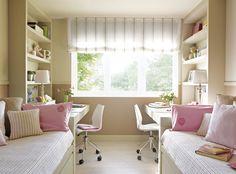 zona de estudio para dos niñas. Dormitorio dividido en paralelo con dos camas con escritorio y estanterías enfrentados