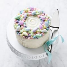 Sarah Michelle Gellar Shares Gift Ideas for Food-Crafting Moms cake Sarah Michelle Gellar's Baking Gifts for Mother's Day Mini Cakes, Cupcake Cakes, Desserts Ostern, Spring Cake, Slow Cooker Desserts, Easter Cupcakes, Easter Egg Cake, Holiday Cakes, Easter Recipes