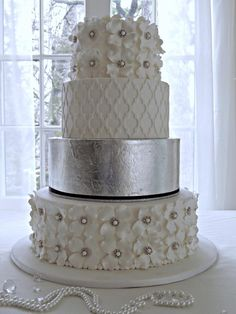 Cake by Barbara Nischalke. She used our Moroccan Lattice Silicone Onlay® to add textural interest to one of the tiers.