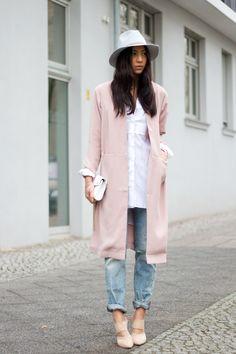 Inspiração street style para usar rose quartz com jeans