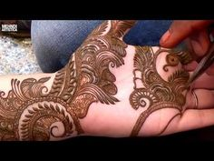 Step by Step Latest Mehndi Design For Hand 2020 # 1000 Indian Mehndi Designs, Unique Mehndi Designs, Simple Mehndi Designs, Mehndi Designs For Hands, Bridal Mehndi Designs, Unique Henna, Mehndi Desing, Anklet Designs, Hand Designs