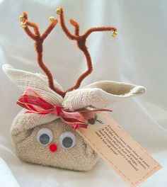 What a unique way to package up a few bath goodies! You could make this into just about any animal, too (maybe a bunny or kitten?). This way it doesn't have to be Christmas themed.