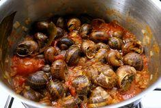 Σαλιγκάρια κοκκινιστά με κρεμμύδια!1 μονάδα τα σαλιγκάρια και 1 το λάδι.Υλικά:1 κιλό σαλιγκάρια1 1/2 κιλό ντομάτες Snails, Shrimp, Meat, Food, Essen, Snail, Meals, Yemek, Eten