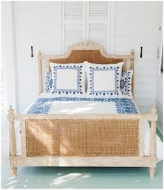 Daydreaming of this beachy bedroom.