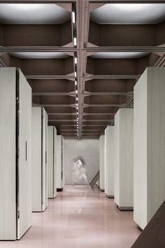 J1M5 Boutique - Picture gallery Contemporary Architecture, Interior Architecture, Interior Design, Ceiling Detail, Ceiling Design, Garden Bathroom, Keep The Lights On, Bathroom Design Luxury, Retail Shop