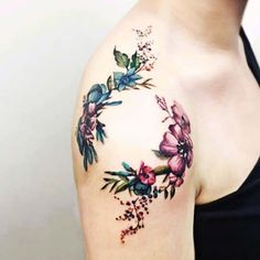 çiçekli omuz dövmesi floral shoulder tattoo