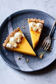 With an easy press-in almond shortbread crust and luscious, tangy lemon curd, this French-style gluten-free lemon tart is an easier version of the classic. Gluten Free Pie, Gluten Free Recipes, Gluten Free Tart Recipe, Tart Recipes, Cheesecake Recipes, Tart Crust Recipe, Lemon Curd Tart, Bojon Gourmet, Healty Dinner