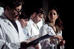 FRANCOREN BILOBARI GUTUNA La unión de Artedrama, Le Petit Théâtre de Pain y Dejabu ha sido una de las noticias más gozosas del teatro en euskera, con perlas como 'Errautsak' y 'Hamlet'. Ahora presenta 'Francoren bilobari gutuna', con Ander Lipus y Patricia Urrutia hablando sobre la farsa de una comunidad enferma. http://www.kmon.info/es/teatro/francoren-bilobari-gutuna16  🎸 💃 🎷 🎻   🎭   www.kmon.info 🚩