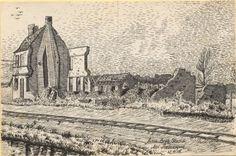 """""""Artill. Beob. Stand bei Premesque"""", Tuschezeichnung: Ein eingeschossiges Haus, welches vergleichbar mit den übrigen Gebäuden zerstört wurde. Im Vordergrund verläuft eine Bahntrasse. Bestand 192-31, Nr. 13."""