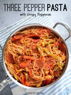 pepperoni / ail / oignons / poivrons / sauce tomates / basilic / origan / piment / pâtes