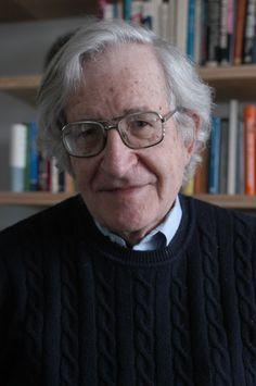 Noam Chomsky (1928, Filadelfia, Pensilvania, Estados Unidos)