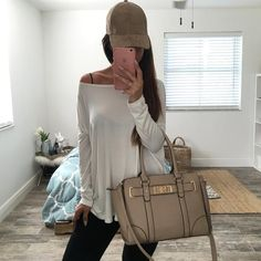 suns out - caps on 🌴😎 Madison suede cap + Navila structured tote + Josie box… Outfits With Hats, Cool Outfits, Casual Outfits, Casual Clothes, Baseball Cap Outfit, Baseball Hats, Fall Winter Outfits, Autumn Winter Fashion, Fall Fashion