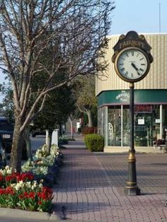 Things To Do | Beautiful Fairhope, Alabama: Meet at the clock