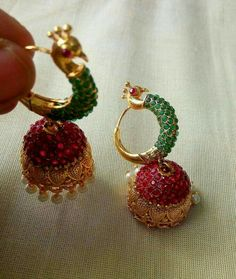 Order what's app 7995736811 Indian Jewelry Earrings, Jewelry Design Earrings, Gold Earrings Designs, Gold Jewellery Design, India Jewelry, Ear Jewelry, Indian Wedding Jewelry, Diamond Jewelry, Gold Jewelry Simple